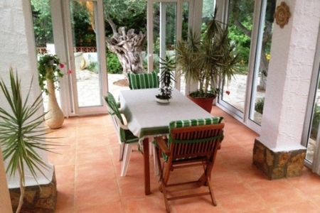 Dining room surrounded by nature
