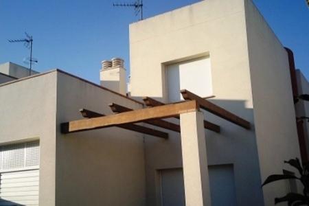 New, very modern detached house with garage and garden in Empuriabrava