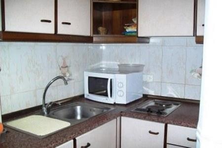 Apartment-Kitchen-Roses
