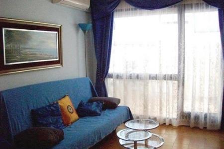 Apartment-Livingarea -Roses