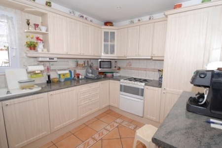 Nice and fully-equipped kitchen