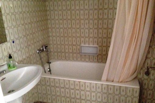 Cozy bathroom with bathtub